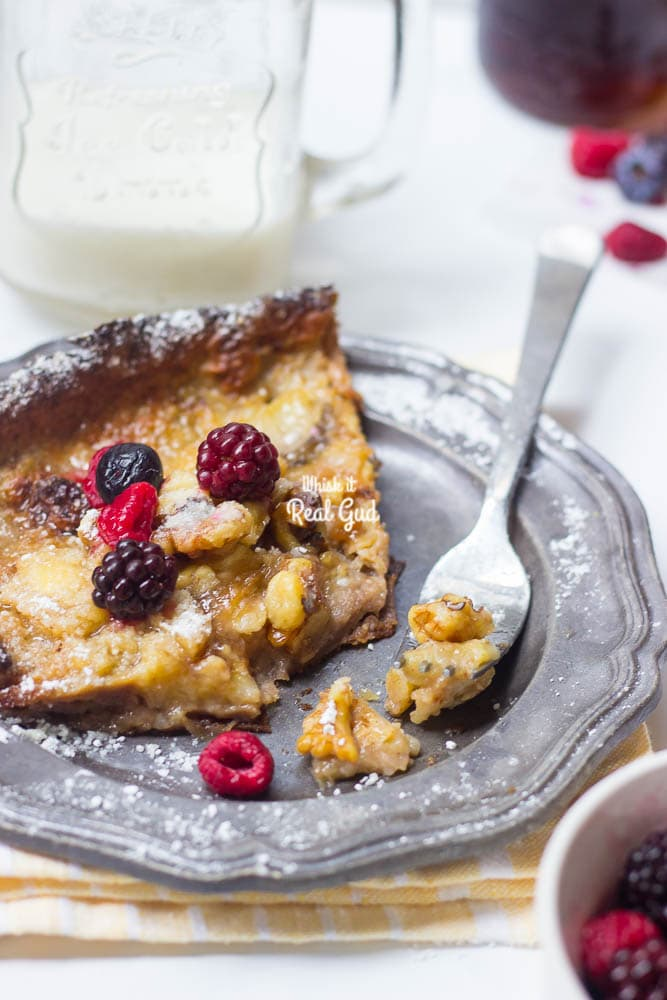 Want to impress your family or guests this holiday season? I got you! Kick off your fall baking with this impressive, decadent, luscious but SIMPLE Brown Butter Banana Dutch Baby!