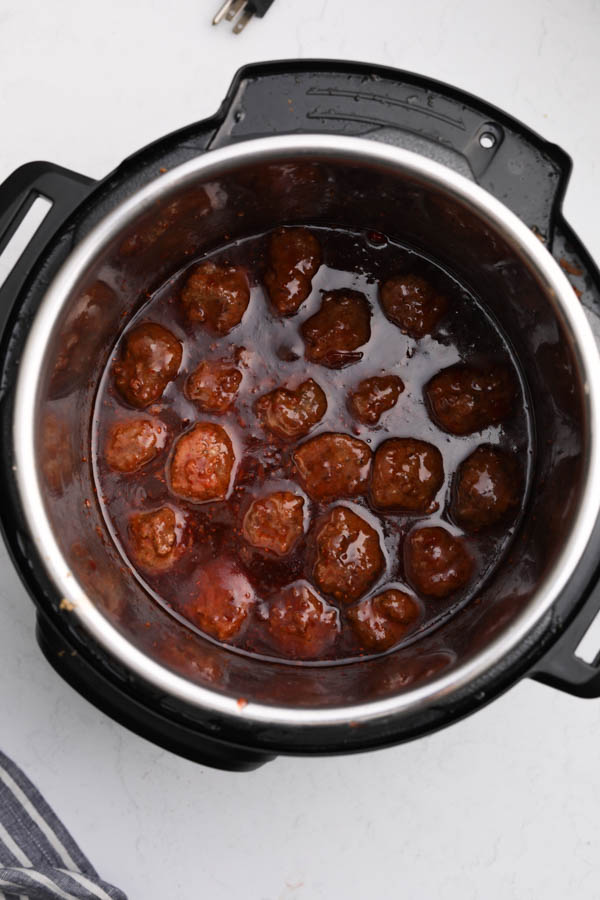 Instant pow with cranberry meatballs