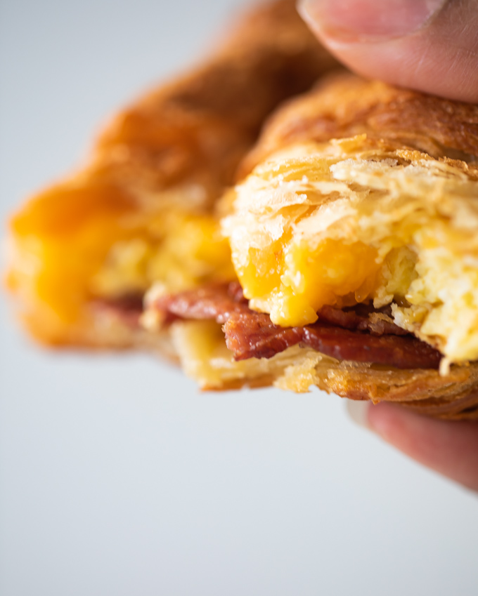 bacon egg and cheese croissant sandwich