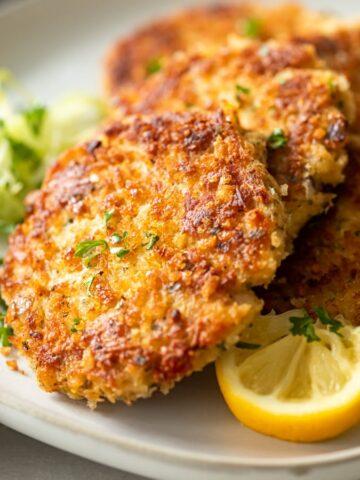 Crispy tuna fishcakes withlemon, herb, and garlic with breadcrumbs